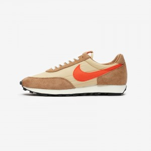 NIKE DAYBREAK SP VEGAS GOLD / COLLEGE ORANGE - ROCKY TAN